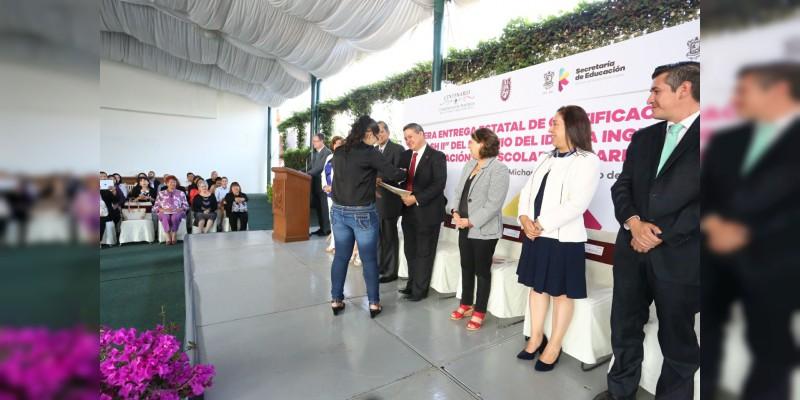 """Estudiantes y docentes michoacanos reciben la certificación internacional """"Elash II"""" de dominio del inglés"""
