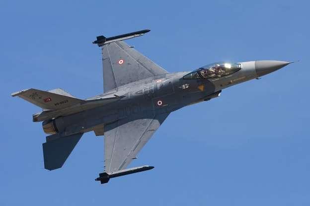 Turquía inicia ofensiva contra el Estado Islámico tras atentados