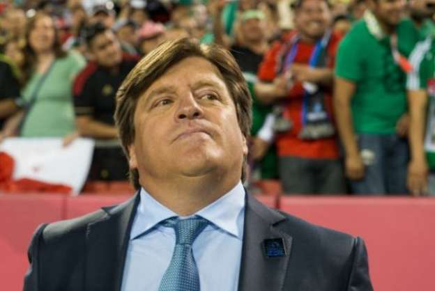 Demanda TV Azteca que se investigue y sancione agresión de Herrera a Martinoli