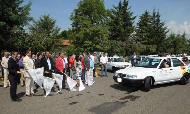 Entregan vehículos y uniformes a trabajadores de la Secretaría de Salud en Michoacán