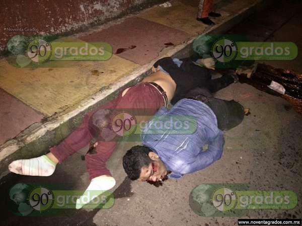 Fallece uno de los dos jóvenes que chocaron contra camioneta en Zamora, Michoacán
