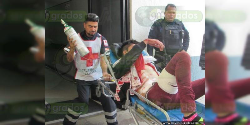 Balean a jóvenes motociclistas en Zamora, hay un muerto