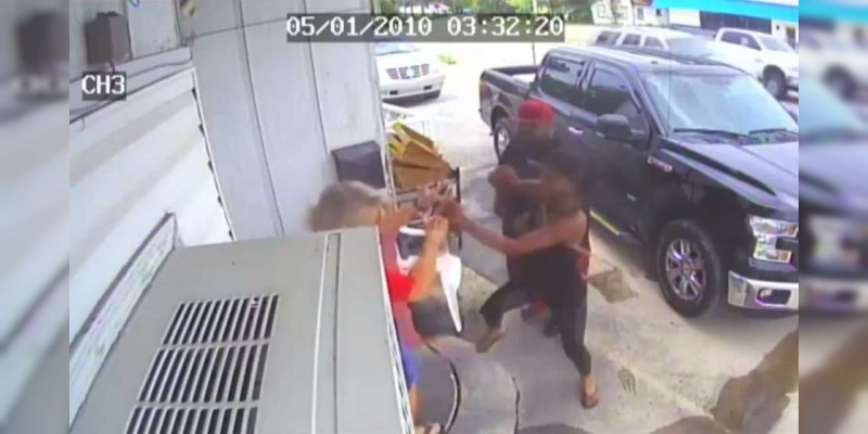 "Clientes molestos golpean a madre e hija por ""mal servicio"" de restaurante"