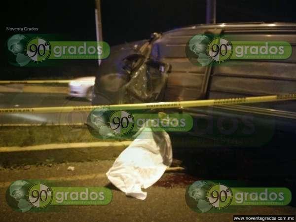 Volcadura en Morelia deja un muerto