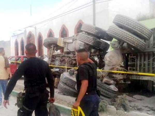 Camión sin frenos atropella a peregrinos en Zacatecas; hay por lo menos 10 muertos