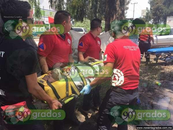 Con serias lesiones resulta motociclista luego de ser impactado por vehículo, en Zamora, Michoacán