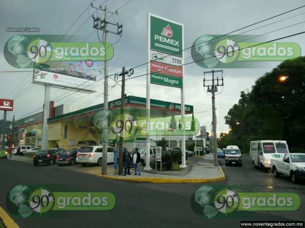 Sujetos armados asaltan gasolinera en Morelia