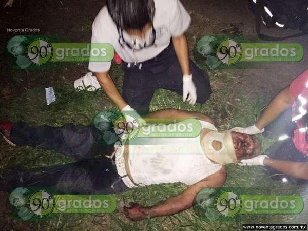 Sujeto alcoholizado cae de motocicleta en Zamora, Michoacán