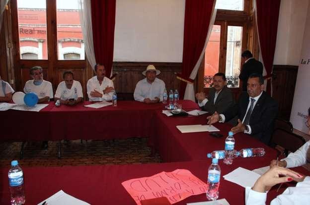 Se reúne diputado Fernando Orozco Miranda con trabajadores del sector salud