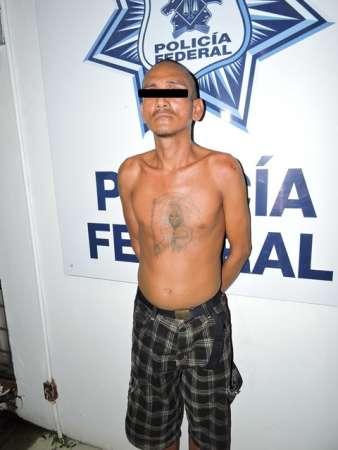Lo detienen con cuerno de chivo a bordo de un taxi, en Lázaro Cárdenas, Michoacán