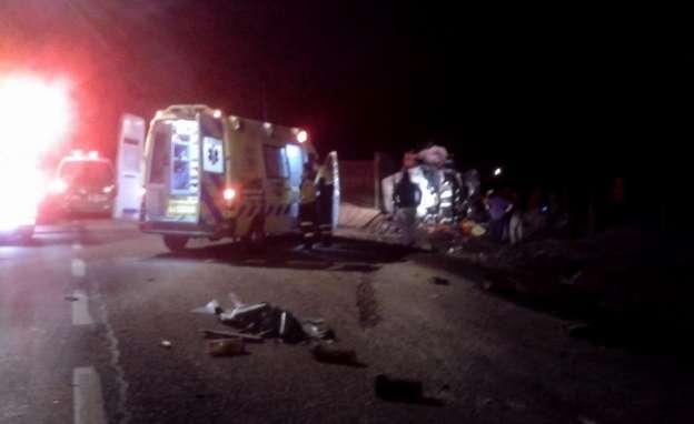 Dos muertos y dos heridos, saldo de volcadura en Los Reyes, Michoacán