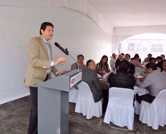 Pide Alfonso Martínez coordinación entre municipios y CMIC para detonar obra pública