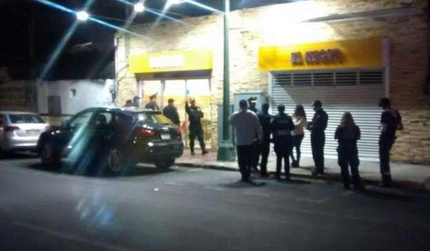 Asesinan a mujer al interior de taquería en la Ciudad de México