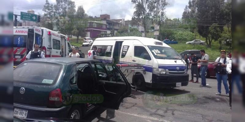 """Choca """"combi"""" de la ruta Morada 1, hay nueve heridos"""