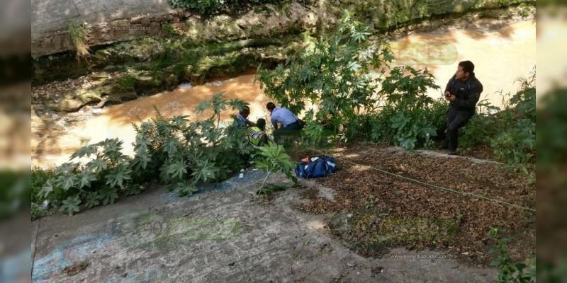 Hallan cadáver en el Río Chiquito de Morelia