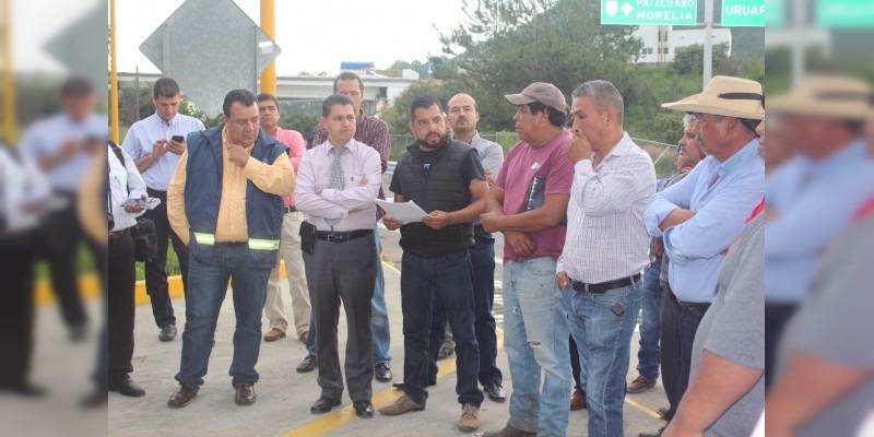 Diálogo entre los tres ordenes de gobierno y comuneros  hacen que sea retirada la caseta de peaje de San Ángel Zurumucapio