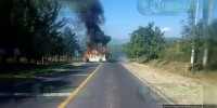 Asesinan a chofer e incendian combi sobre la Chilpacingo - Tixtla