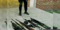 Detienen a mujeres con 2 mdp, armas y droga en Monterrey