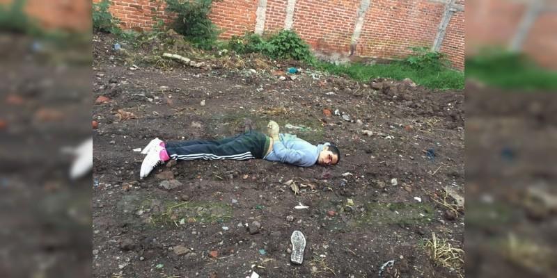 Ejecutan a hombre en Zamora, tiran su cuerpo en un baldío