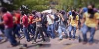 Marchan normalistas rumbo al centro histórico de Morelia