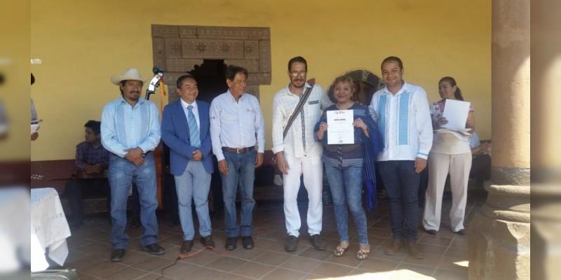 Premia IAM a ganadoras y ganadores de concursos artesanales de maque y textil