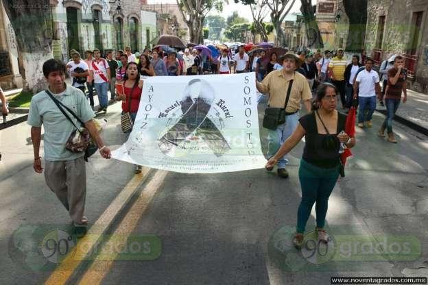 Marchan en Morelia por Ayotzinapa