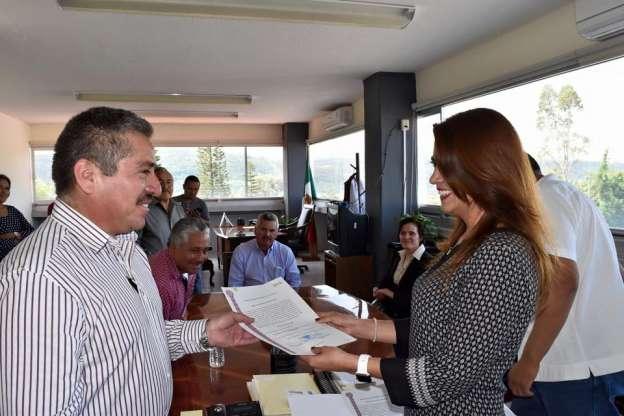 Entrega PRI constancias de mayoría a planilla priísta de Indaparapeo, Michoacán