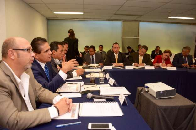Prevención, salud e infraestructura, los temas revisados por Silvano Aureoles con delegados federales
