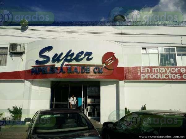 Atracan distribuidora de papelería en Morelia