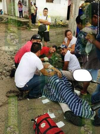 Gravemente herido trabajador municipal tras electrocutarse y caer de poste, en Uruapan, Michoacán