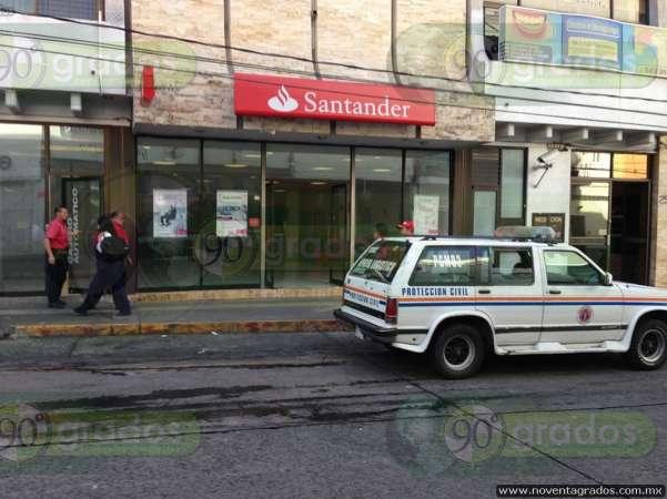 Alerta en banco de Uruapan por humo