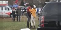 Apasionado beso de la hija de Barack Obama rompe las redes