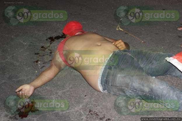 Muere joven hombre tras volcar camioneta en la que viajaba, en Apatzingán, Michoacán