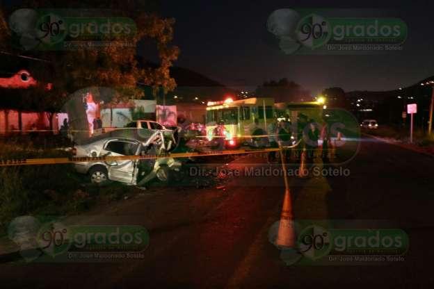 Muere joven tras chocar contra árbol, en Morelia