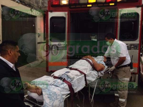 Le disparan en las piernas por resistirse a ser asaltado, en Uruapan, Michoacán