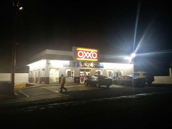 Sujeto asalta dos Oxxos en Uruapan, Michoacán