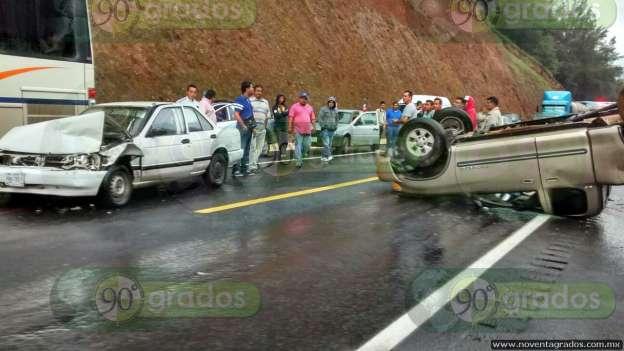 Tres vehículos dañados y un herido en accidente vial en la Autopista Siglo XXI
