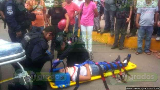 Dos mujeres heridas luego de ser arrolladas por vehículo, en Apatzingán, Michoacán
