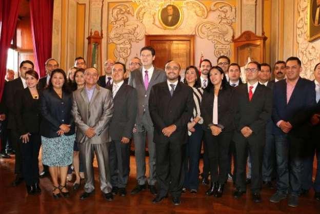 Presenta Alfonso Martínez Alcázar a su gabinete de gobierno