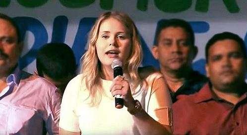 Buscan a alcaldesa brasileña que gobernaba por whatsapp