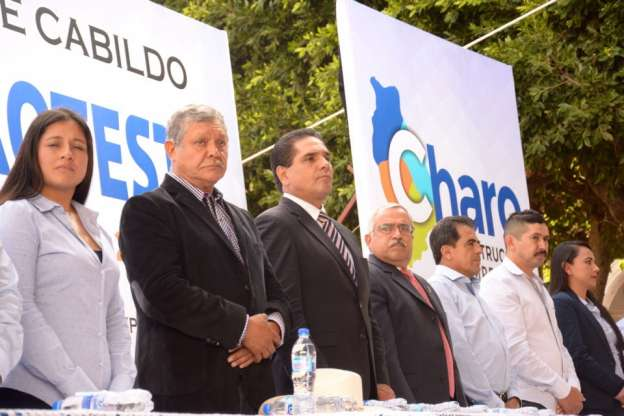 Asiste Silvano Aureoles a toma de posesión de nueva Administración en Charo