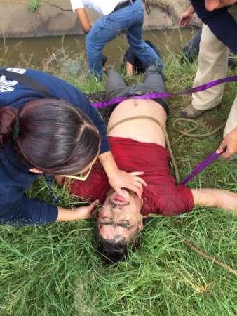 Rescatan a motociclista que cayó inconsciente a un afluente en Morelia