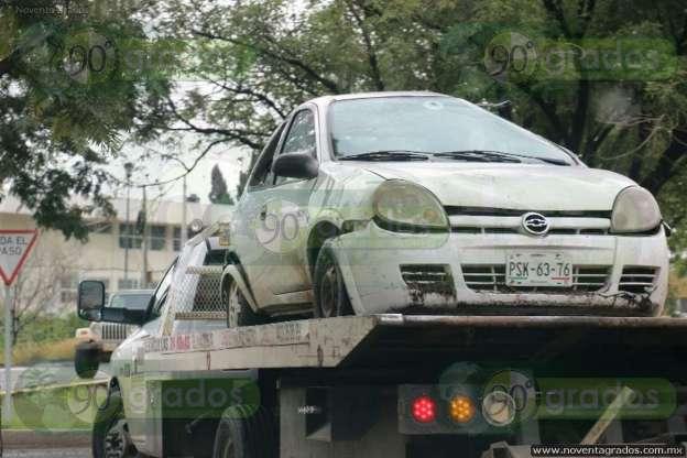 Vuelca vehículo sobre el libramiento en Morelia