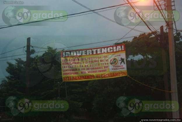Vecinos de Apatzingán, Michoacán, colocan mantas para disuadir a la delincuencia