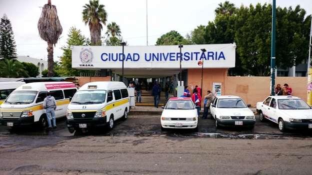 Continúa bloqueo de rechazados en la Universidad Michoacana, en Morelia