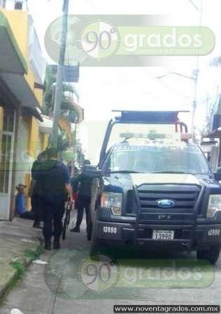 Detienen a sujeto cuando intentaba machetear a hombre, en Uruapan, Michoacán
