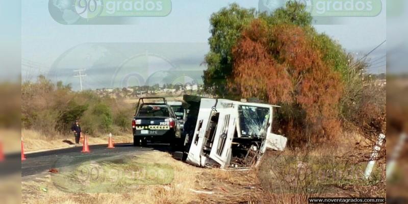 Dejó 32 heridos volcadura de camión en carretera de Guanajuato