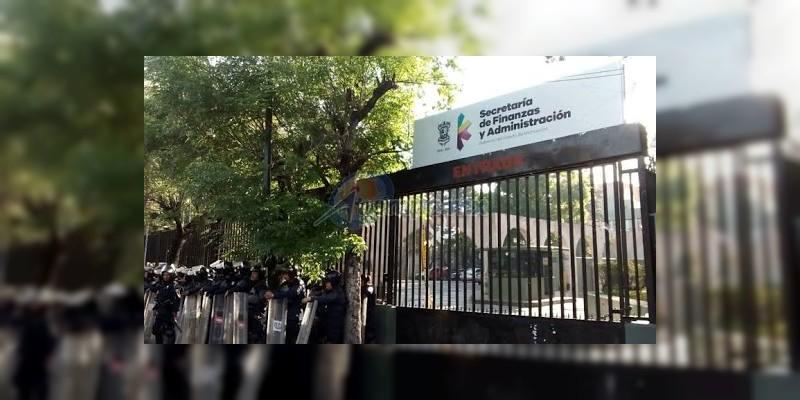 Resguardan Secretaría de Finanzas ante posible bloqueo