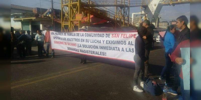 Vuelven a tomar la carretera a San Felipe de los Alzati, exigen liberación de los detenidos