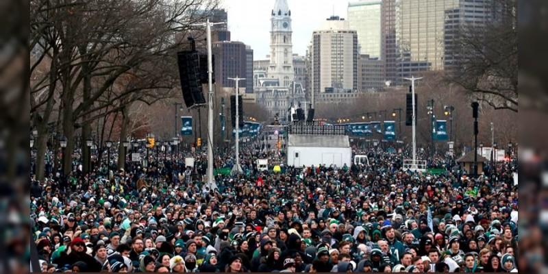 Aficionados de las Águilas de Philadelphia organizan desfile de campeonato